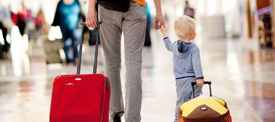Traveling Bareng Si Kecil, Apa Saja yang Harus Bunda Siapkan?