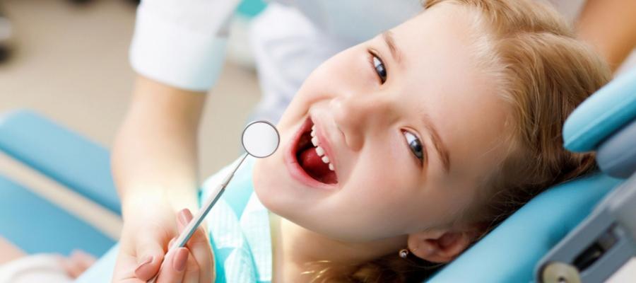 Trik Agar Anak Mau Diajak ke Dokter Gigi Tanpa Paksaan